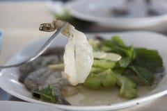 Surowa rybiego kumberlandu garnela z czosnkiem i korzenny chili/Tradycyjny Tajlandzki jedzenie Obraz Stock