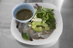 Surowa rybiego kumberlandu garnela z czosnkiem i korzenny chili/Tradycyjny Tajlandzki jedzenie Zdjęcie Royalty Free