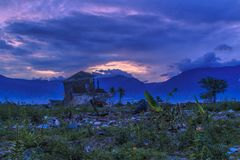 Surowa szkoda od trzęsienia ziemi i stopienia katastrof naturalnych zdjęcie stock