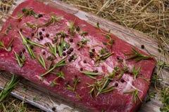 Surowa wołowina marynująca w pikantność obrazy royalty free