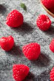 Surowe Czerwone Organicznie malinki zdjęcia stock