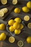 Surowe Organicznie Żółte cytryny Zdjęcia Royalty Free