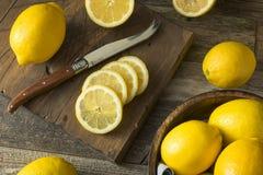 Surowe Organicznie Żółte cytryny Obrazy Stock