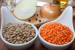 Surowe soczewicy z składnikami Fotografia Royalty Free
