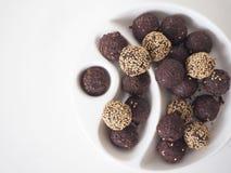 Surowe weganinu cukierki piłki zdjęcia stock