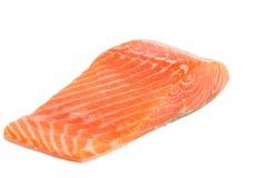 Surowego łososia polędwicowy odosobniony na białym tle zdjęcia royalty free