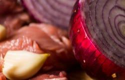 Surowego mięsa cięcie w kawałki, wieprzowina przygotowywał dla gotować, czerwony mięso Obrazy Royalty Free