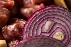 Surowego mięsa cięcie w kawałki, wieprzowina przygotowywał dla gotować, czerwony mięso Zdjęcie Royalty Free