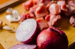 Surowego mięsa cięcie w kawałki, wieprzowina przygotowywał dla gotować, czerwony mięso Zdjęcia Royalty Free