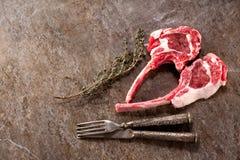 Surowego mięsa jagnięcy kotleciki obrazy royalty free