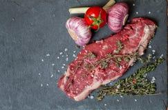 Surowego mięsa stek z świeżymi ziele i solą Fotografia Stock