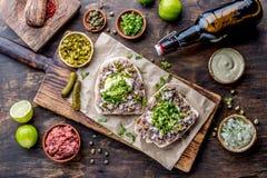 Surowego mięsa kanapki CRUDO VALDIVIANO tipical chilean jedzenie od regionu Valdivia Chilijski jedzenie, aleman jedzenie winnik Fotografia Royalty Free