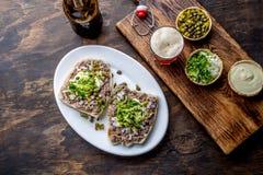 Surowego mięsa kanapki CRUDO VALDIVIANO tipical chilean jedzenie od regionu Valdivia Chilijski jedzenie, aleman jedzenie winnik Zdjęcia Stock