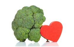 Surowi brokuły z sercem zdjęcie royalty free