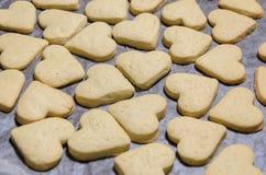 Surowi ciastka w formie serc fotografia stock