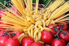 surowi makaronów pomidory Fotografia Stock