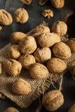 Surowi Organicznie Cali orzechy włoscy Zdjęcia Stock