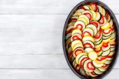 Surowi składniki dla tradycyjnej Francuskiej potrawki, ratatouille obrazy stock