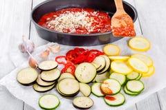Surowi składniki dla tradycyjnej Francuskiej potrawki, zakończenie Fotografia Stock