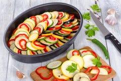 Surowi składniki dla tradycyjnej Francuskiej potrawki, ratatouille Obraz Stock
