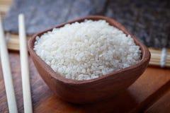 Surowi uncooked suszi ryż zdjęcia stock