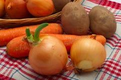 Surowi warzywa w koszu Zdjęcie Stock