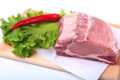 Surowi wieprzowina kotleciki z ziele i pikantność na tnącej desce Przygotowywający dla gotować Zdjęcie Stock