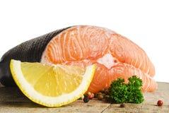Surowy łosoś, warzywa i pikantność, Obraz Stock