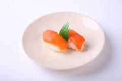 Surowy łososiowy suszi, Zdrowy japończyka Nigiri suszi z Rice i Fi, Fotografia Stock