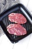 Surowy świeży mięso na niecce obrazy stock