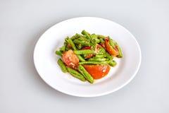 Surowy świezi składniki dla tajlandzkiego jedzenia dla robić długie fasole sałatki, pomidor, wapno - odgórny widok, zamykający up Fotografia Stock
