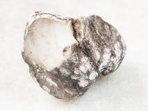 surowy cacholong kamień na bielu Fotografia Stock