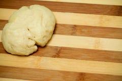 surowy ciasto deskowy kulebiak obraz royalty free