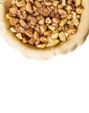 Surowy domowej roboty jabłczany kulebiak z cynamonem i orzechami włoskimi odizolowywającymi na białym tle, Z bezpłatnej przestrze Zdjęcie Stock