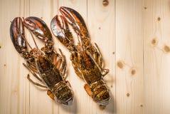 Surowy homar na drewnianym talerzu Fotografia Royalty Free
