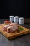Surowy kurczak na tnącej desce Obrazy Stock