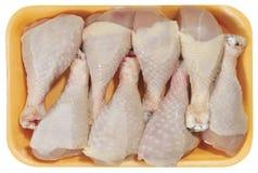Surowy kurczaka mięso w plastikowej tacy odizolowywającej na białym tle Zdjęcia Royalty Free