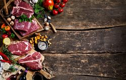 Surowy mięso i świeży produkt spożywczy z wieśniak kopii przestrzenią fotografia stock