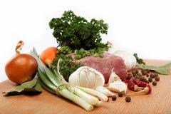 Surowy mięso warzywa i pikantność. Fotografia Royalty Free