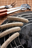 Surowy Nuremberg kiełbas grill Obrazy Stock