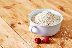 Surowy oatmeal na drewnianym stole Obraz Royalty Free