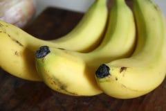 Surowy organicznie plik je banany Zako?czenie z plam? zdjęcie stock