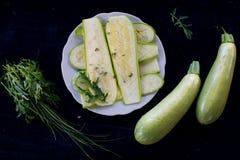 Surowy piec na grillu zucchini fotografia stock