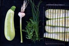 Surowy piec na grillu zucchini obraz royalty free