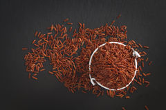 Surowy Tajlandzki Jaśminowy Brown Rice w wiadrze Zdjęcie Stock