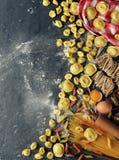 Surowy tortellini i pierożek Obrazy Stock