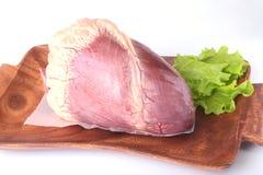 Surowy wołowiny serce, sałata i leaf na drewnianym biurku odizolowywającym na białym tle od above i odbitkowej przestrzeni Przygo Obraz Royalty Free