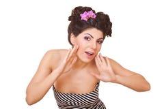 Surpreenda a mulher com as flores no cabelo Fotografia de Stock
