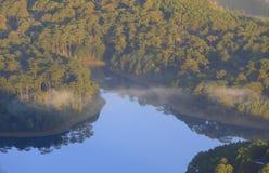 Surpreendendo, vista bonita do lago Lam de Tuyen Imagem de Stock