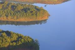 Surpreendendo, vista bonita do lago Lam de Tuyen Foto de Stock